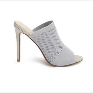 Perforated knit stiletto • pale blue grey